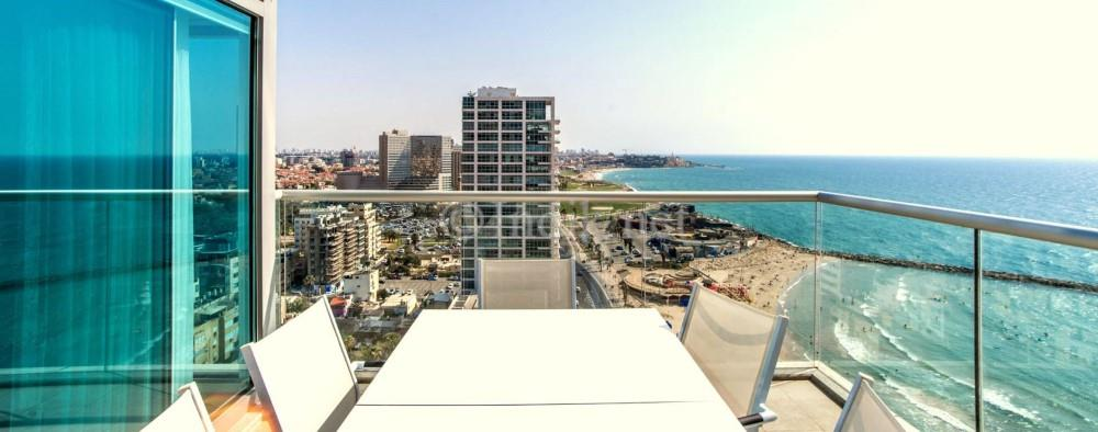 Breathtaking sea view apartment at Tel Aviv promenade