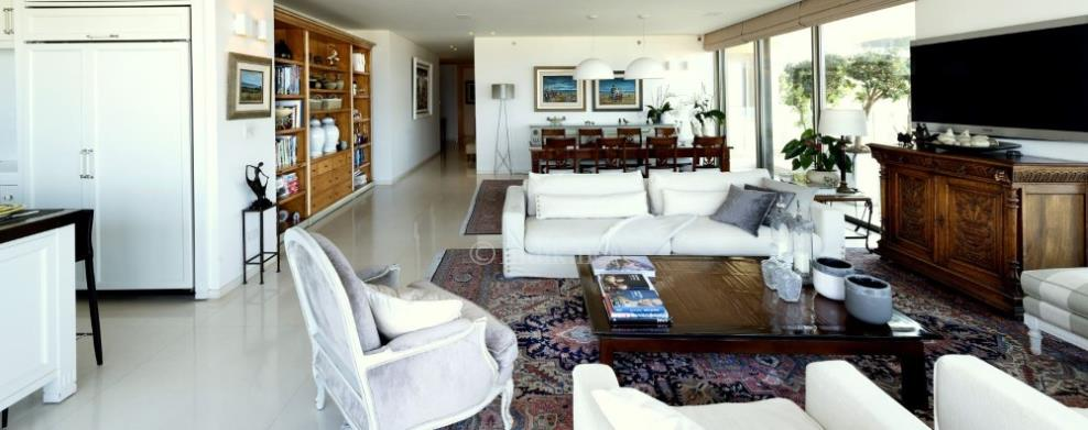A rare penthouse for sale in Ramt Aviv Gimel
